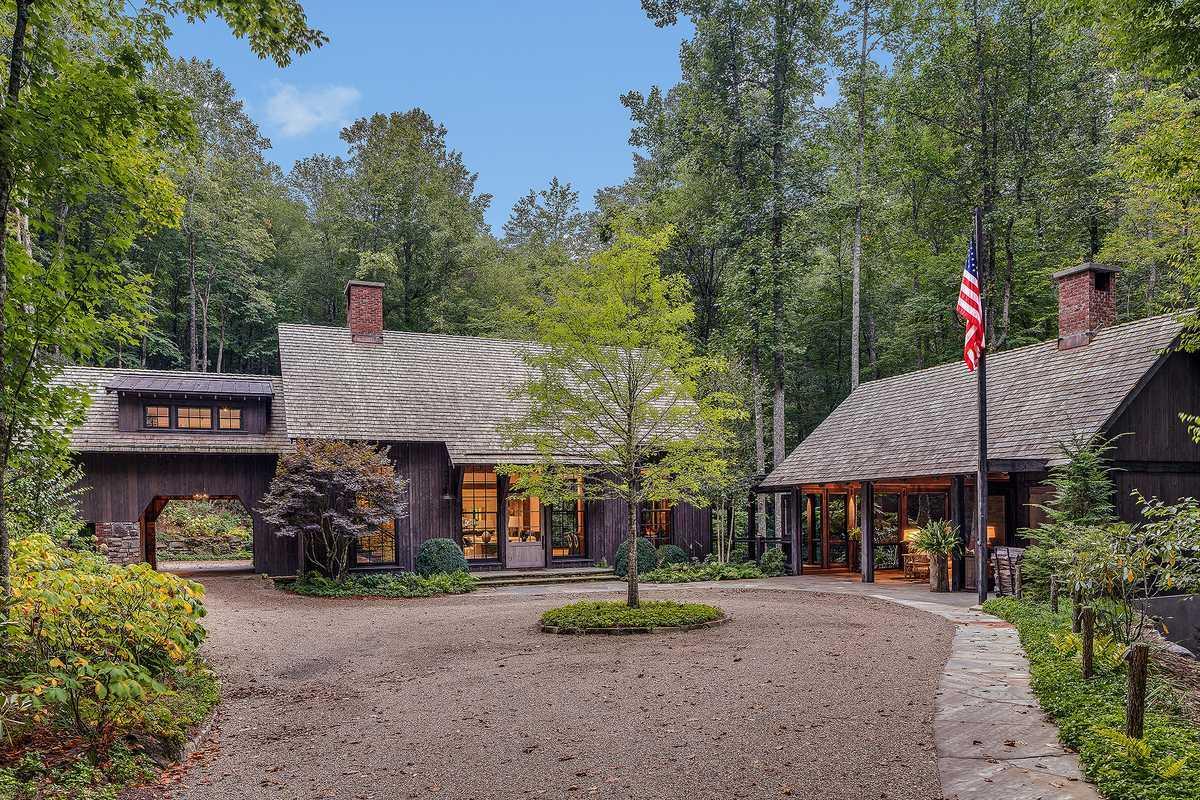 Cedar Hill driveway