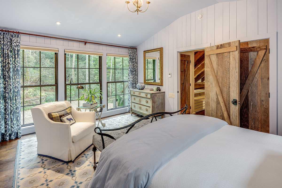 Cedar Hill upstairs bedroom